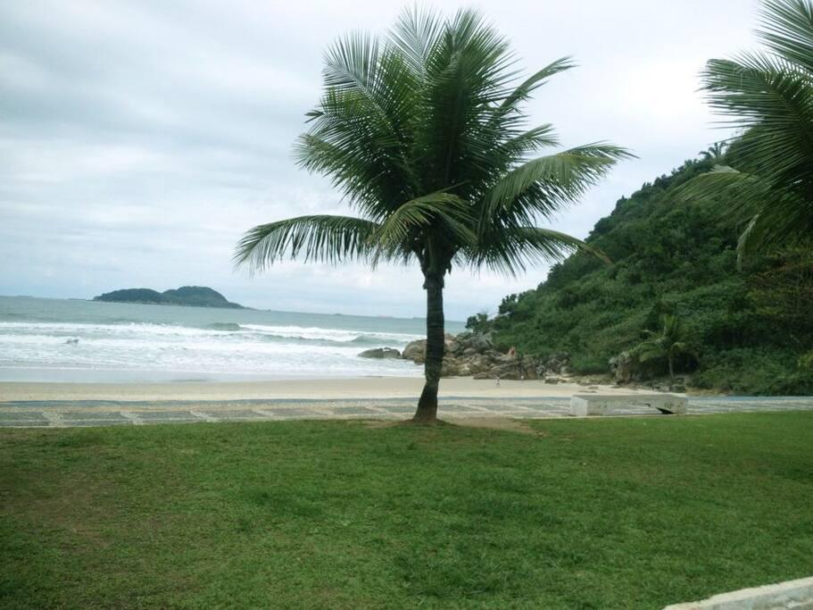 Praia do Tombo em frente ao apartamento