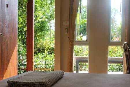 Suk Santi Room 1