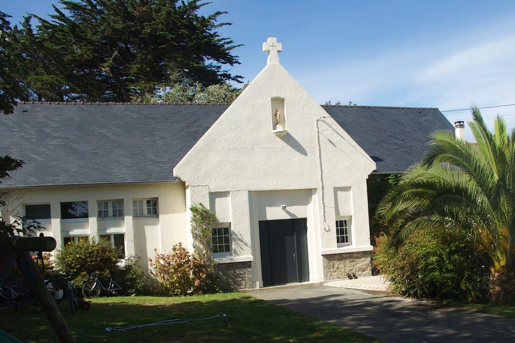 L'ancienne école catholique du village transformée  en maison de vacances