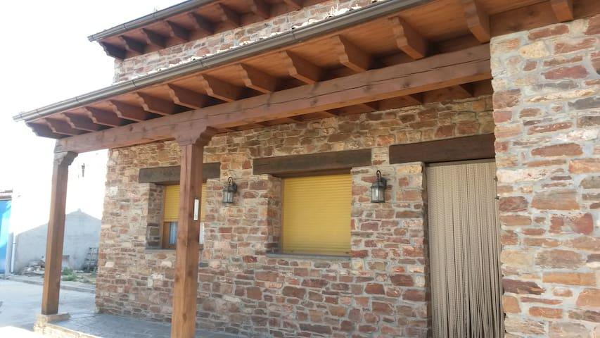 Acogedora casita rustica de pueblo - Mudrián - House