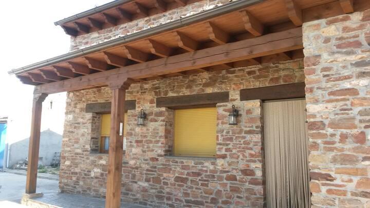 Acogedora casita rustica de pueblo