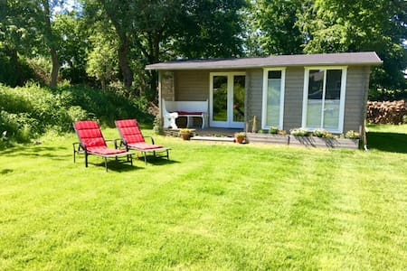 Cute private tiny house close to Düsseldorf/Messe.