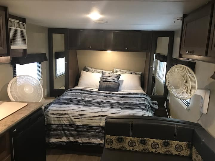Cozy RV/Travel Trailer in Hollywood