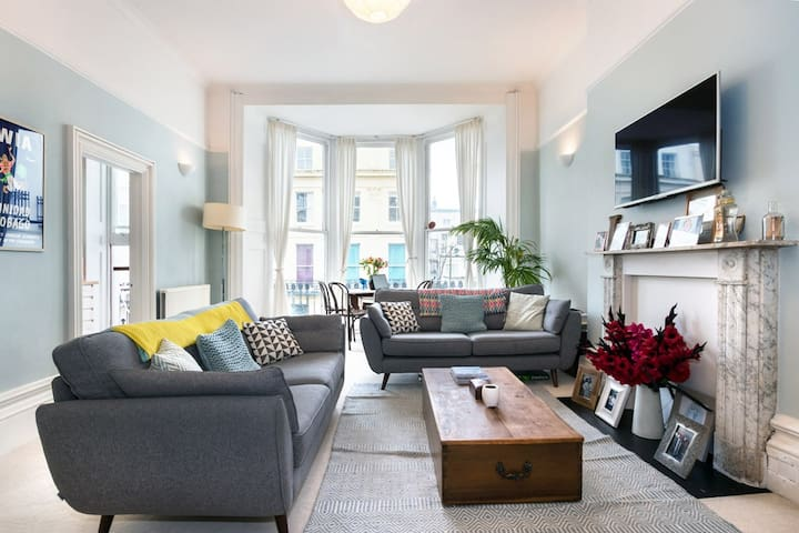 Gorgeous Central Apartment with Sea Views Sleeps 2