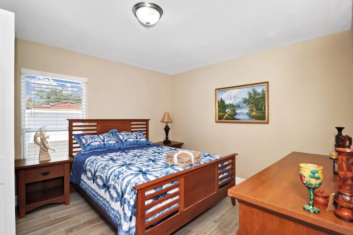 Third bedroom it has Queen extra pillow , blanket and hangers.