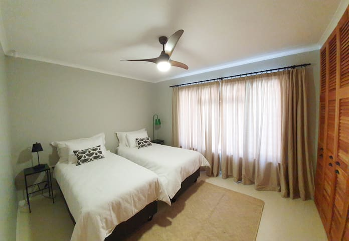 guestroom 2 single beds/ can be joined