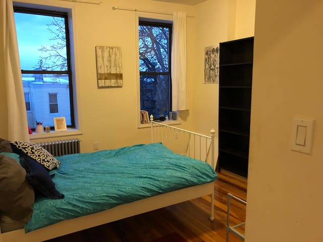 Bright Private Bedroom in the heart of Ridgewood