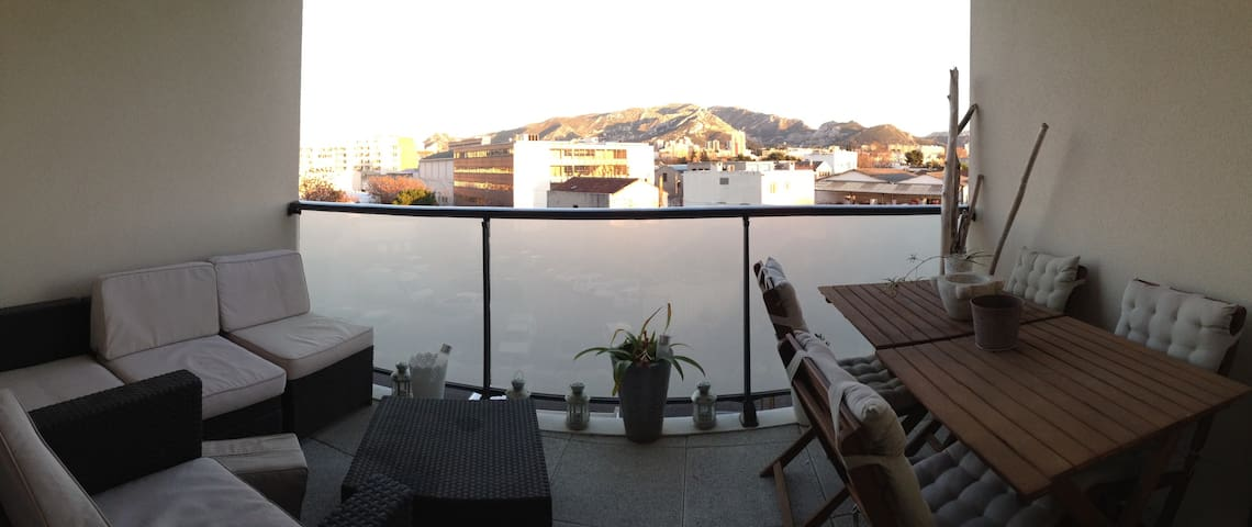 Apartement T2 avec terrasse et parking - Marsilya - Daire