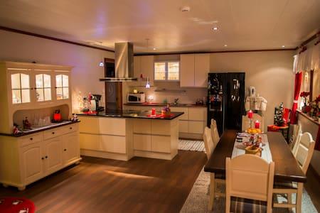 Stryn, stor leilighet med fin utsikt over Stryn - Stryn - Byt