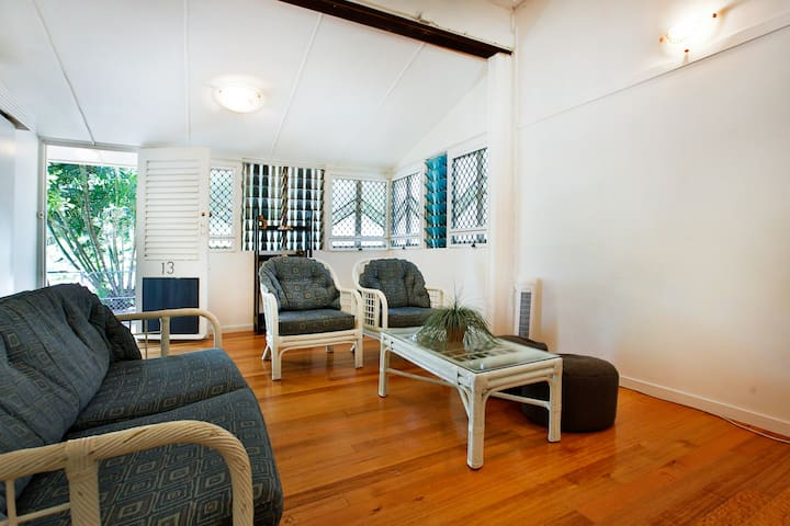 Southside Cottage, 3 brm, close to city and water