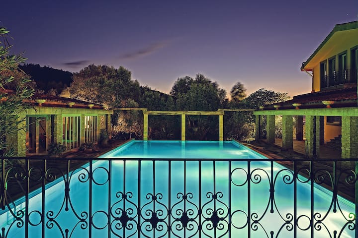 Borgo Paradiso, 9 suites, piscina, tennis, spa