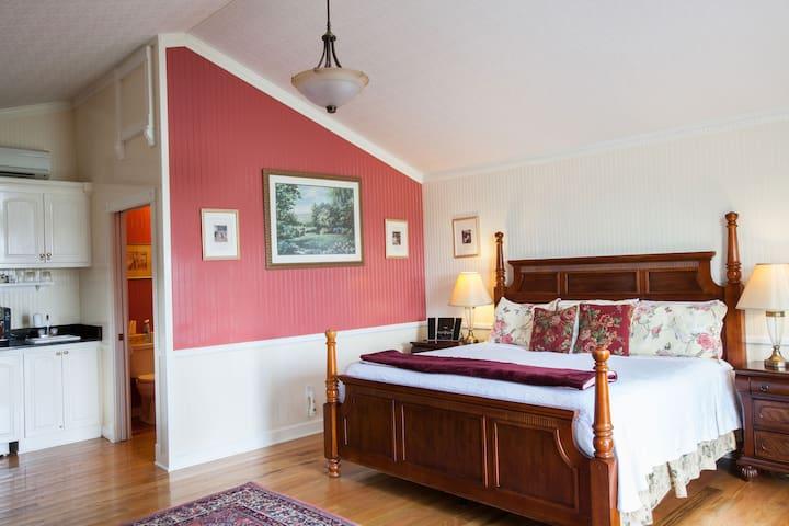 AAA Four Diamond Inn - Hilltop Cottage