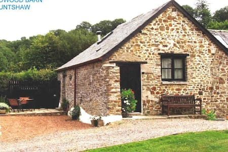 Dog-friendly converted stone barn in rural setting - Huntshaw