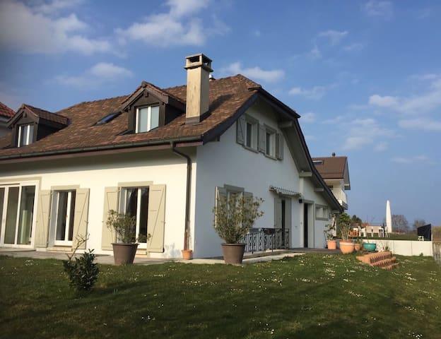 Plein Sud aux portes de Genève - Commugny - Bed & Breakfast