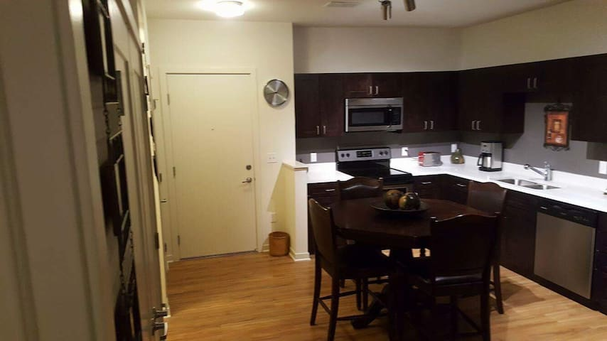 1 BD luxury Apartment - Englewood - Apartamento