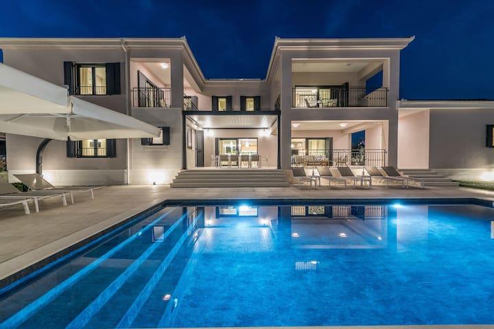 Luxuriöse Villa in Gorica mit Pool