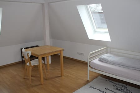 Spacious room with kitchen and bath - Ottobrunn