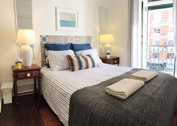 D1 - Charm & great location! Auto check-in