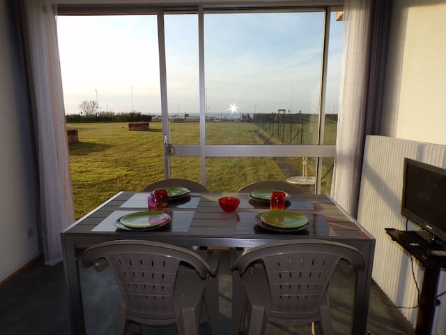 Studio vue sur la mer - pelouse et accès plage - Calais - Appartement