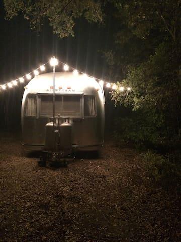Vintage Airstream - Dripping Springs - Camper