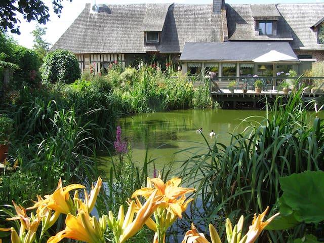 chambre Soleil avec vue jardin luxuriant