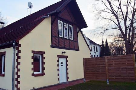 Schöne Ferienwohnung in Ostseenähe - Neuburg - Leilighet