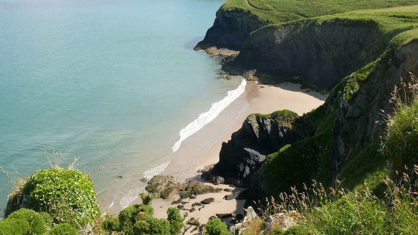 Coastal House Sleeps 13 Marloes Pembrokeshire