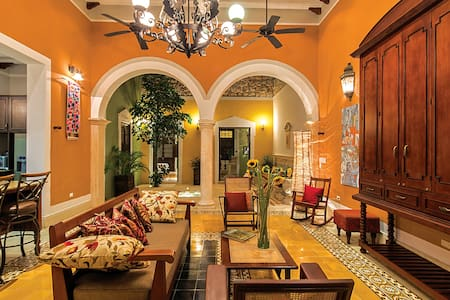 Casa Castellanos, private, safe oasis in downtown.