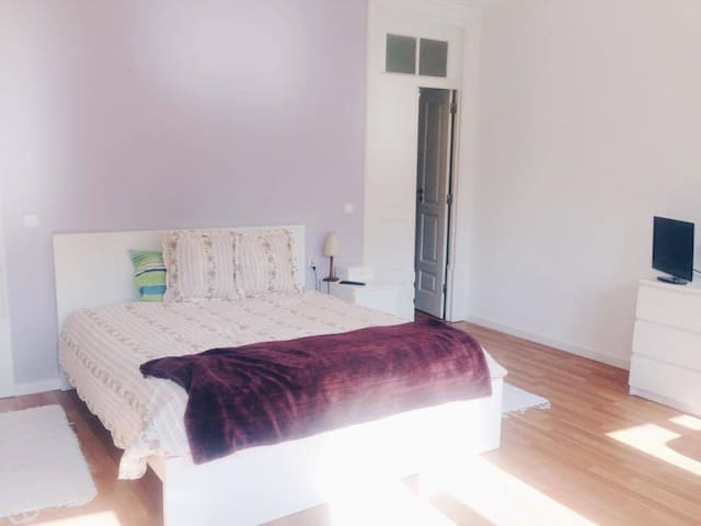 TWO lovely double room, amazing transport links - Porto - House