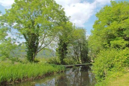 Ravens Retreat - Canalside Cottage