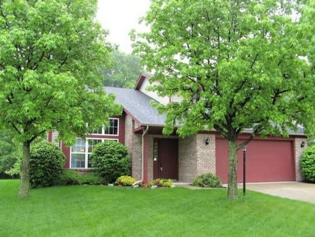 Whole house rental, minutes from Indy 500! - Indianapolis - House