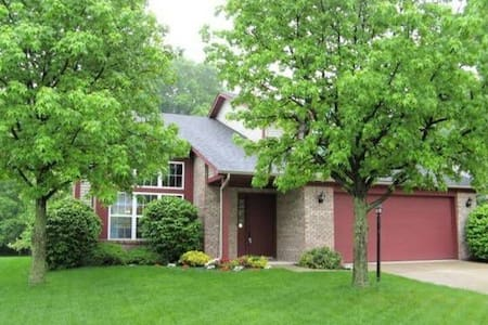 Whole house rental, minutes from Indy 500! - Indianapolis