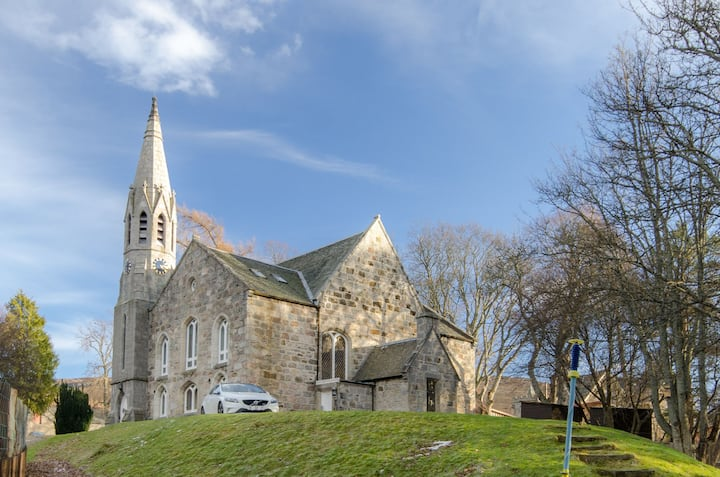 Braemar Apartment - converted church apartment in Braemar, sleeps 4 in 2 bedrooms - Fantastic location and a lovely modern flat