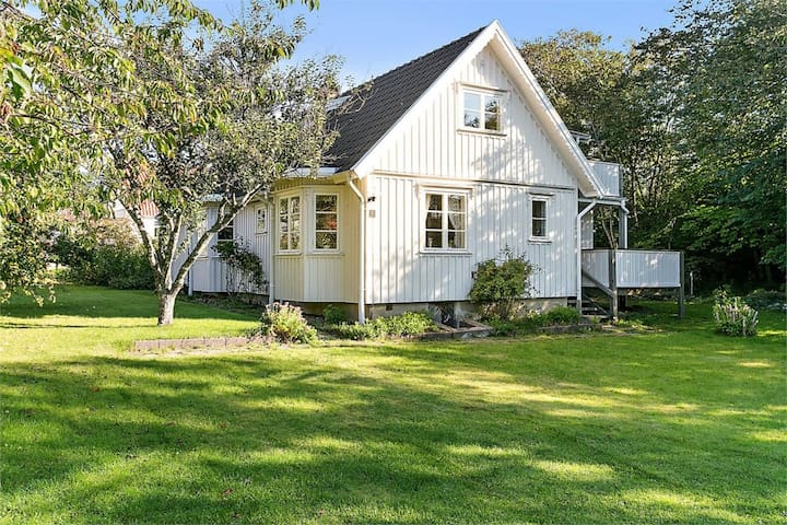 Stylish house, 50m from the sea. - Grundsund