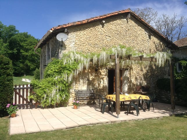 Pretty cottage with private garden - Léguillac-de-Cercles - Huis
