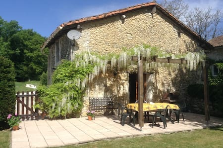 Pretty cottage with private garden - Léguillac-de-Cercles - Casa