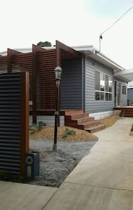 Self contained room private access - Hus