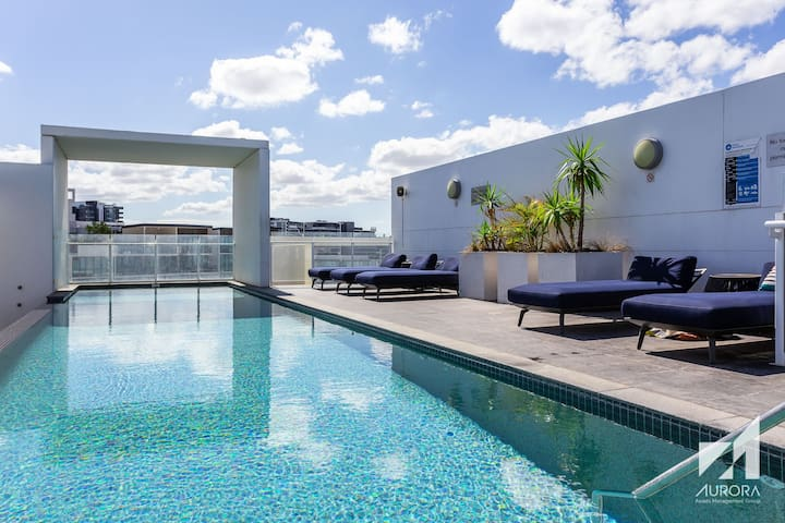 Private Comfortable Room, Infinity Pool, Prime