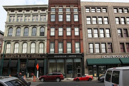 2,000 Sq Ft Loft on Meridian St. Next to Kilroy's - Indianapolis - Apartamento