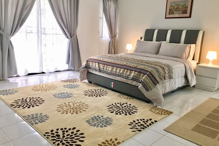 Deluxe Double Room with Balcony - Bandar Seri Begawan - Haus