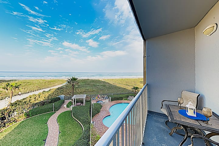 Stylish Gulf-Front Getaway - Heated Pool & Hot Tub