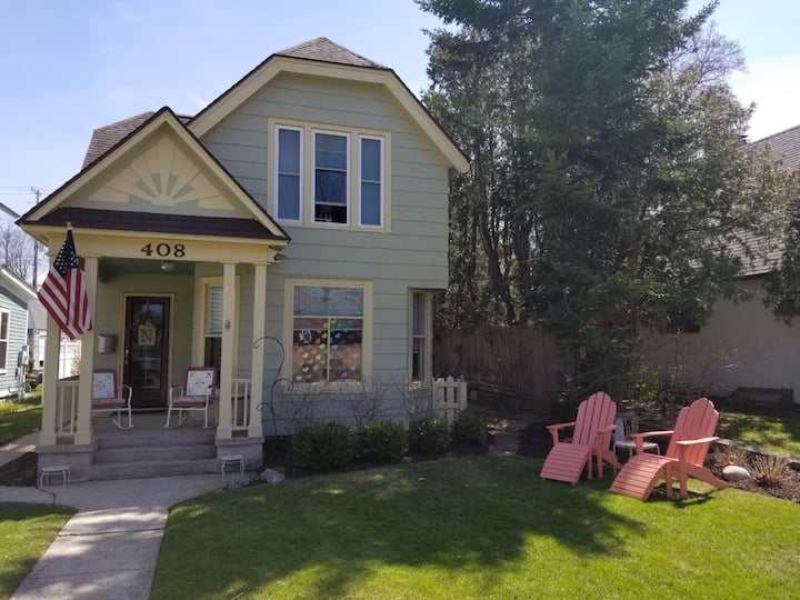 Downtown Traverse Victorian Gem-walk to everything