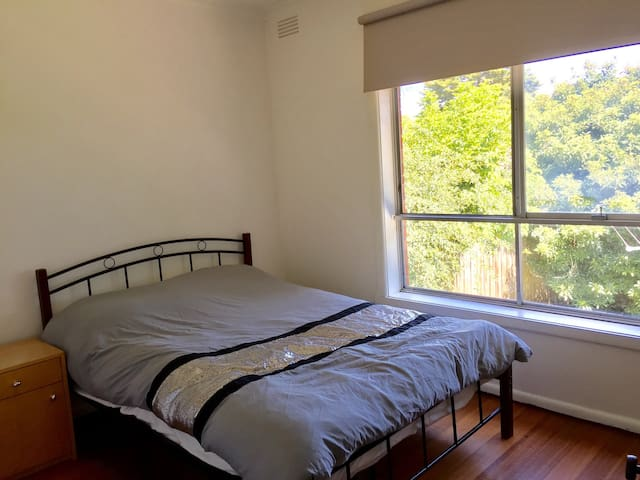 Comfortable Room for Rent in Heidelberg, Melbourne - Heidelberg - House