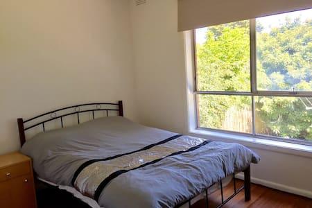 Comfortable Room for Rent in Heidelberg, Melbourne - ไฮเดลเบิร์ก - บ้าน