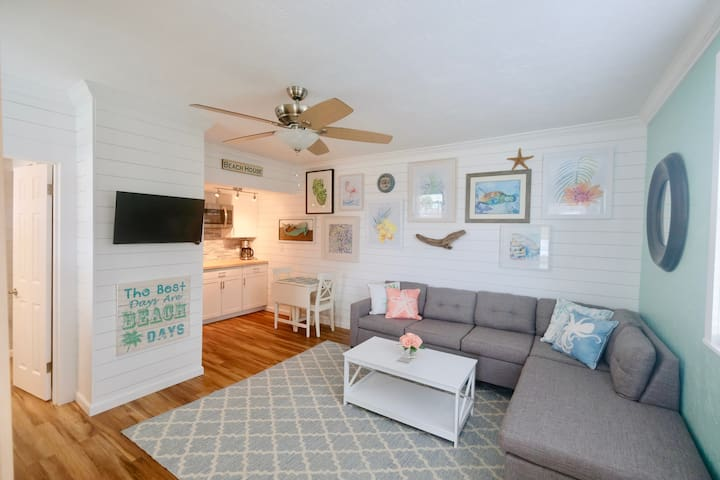 Charming fully renovated beach bungalow