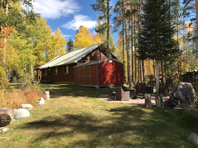 Moose Manor-Beautiful, Clean, Private Family Cabin