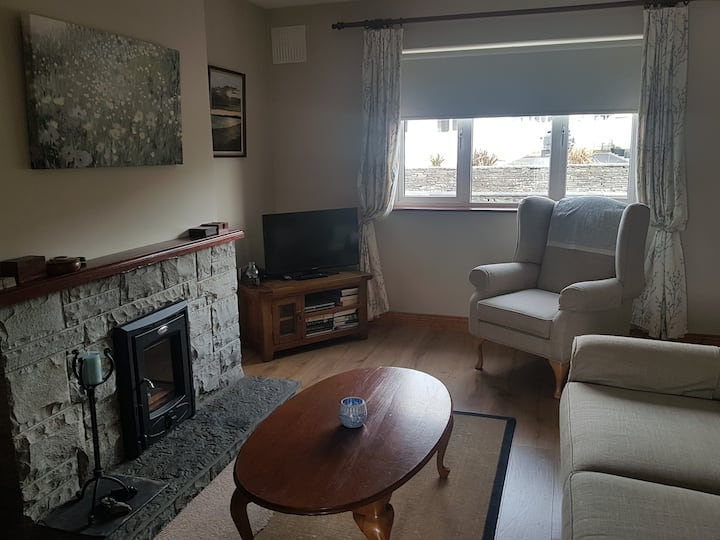Lahinch House (5 mins walk to beach/town)