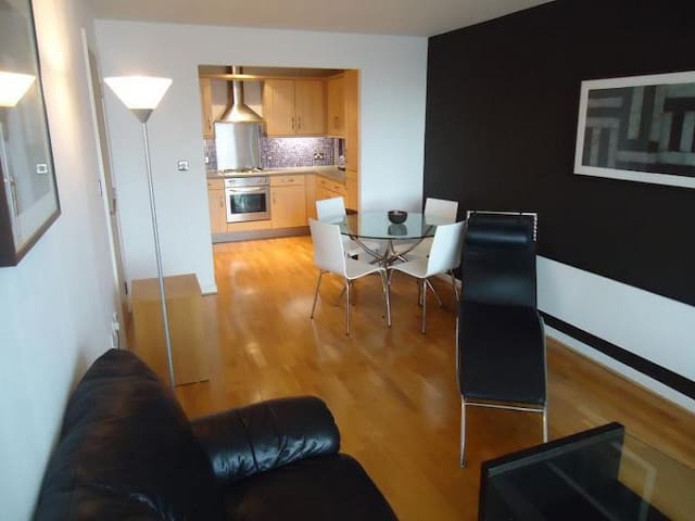 Spacious City Center Apartment in Prime Location - West Yorkshire - Apartment