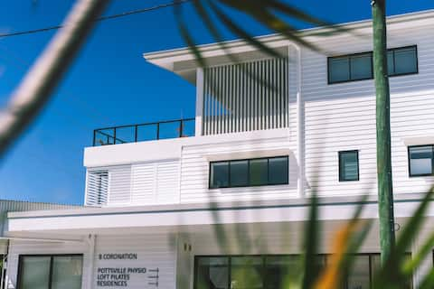Designer apartment, prime location, near beach, U6
