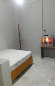 suite para temporada vila Tupi 500 metros da praia